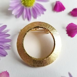 Vintage Mamselle open circle brooch gold tone pin